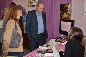 Dédicace de Catherine Boullery à monsieur Pierre Fond, maire, au Salon du livre de Sartrouville 2013